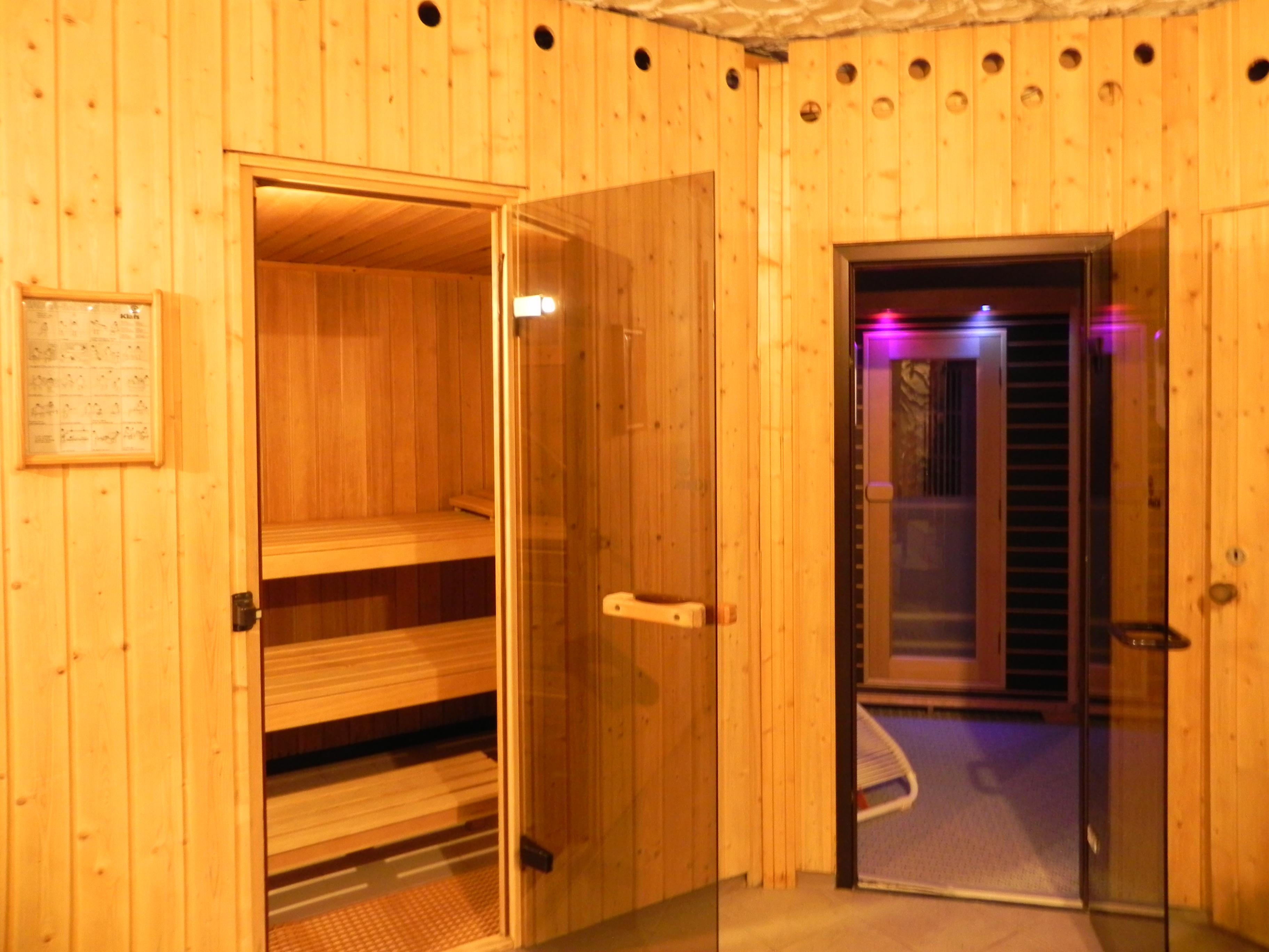 beide Sauna aussen
